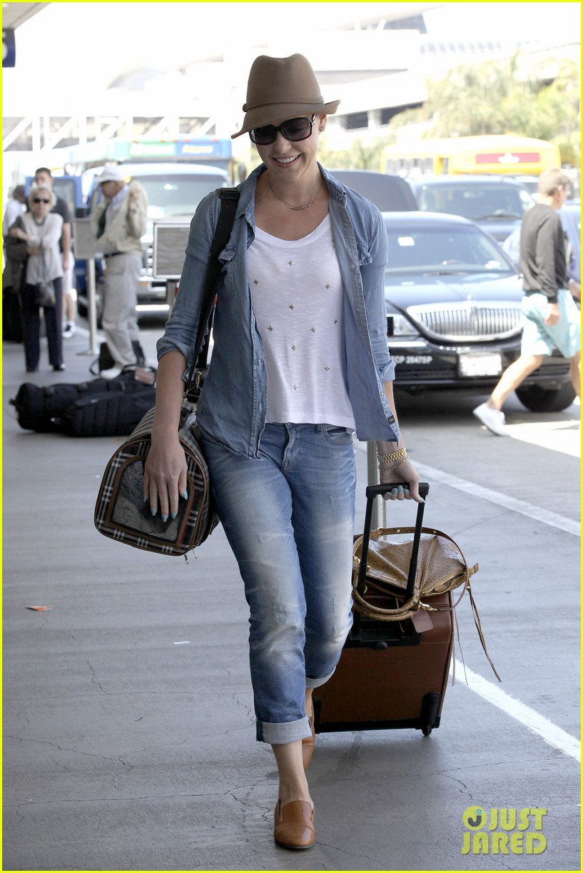 katherine heigl wheels her luggage at lax 142926000