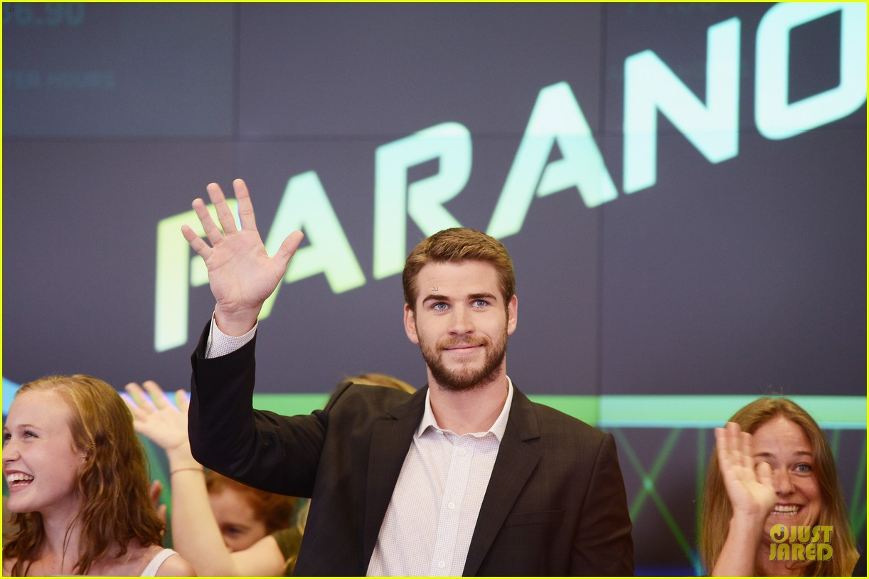 liam hemsworth i was pranked during paranoia love scene 12