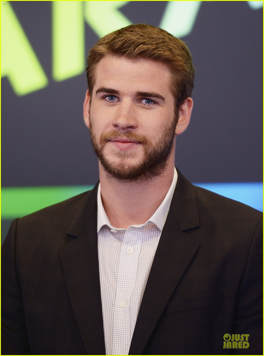liam hemsworth i was pranked during paranoia love scene 16