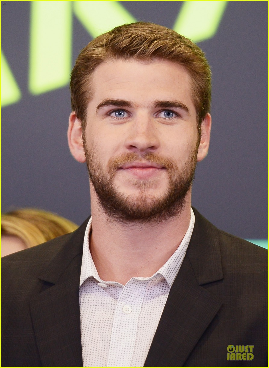 liam hemsworth i was pranked during paranoia love scene 17