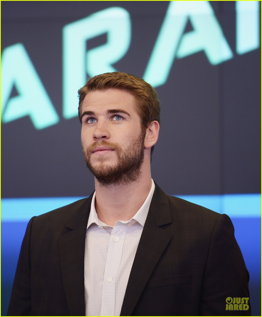 liam hemsworth i was pranked during paranoia love scene 19