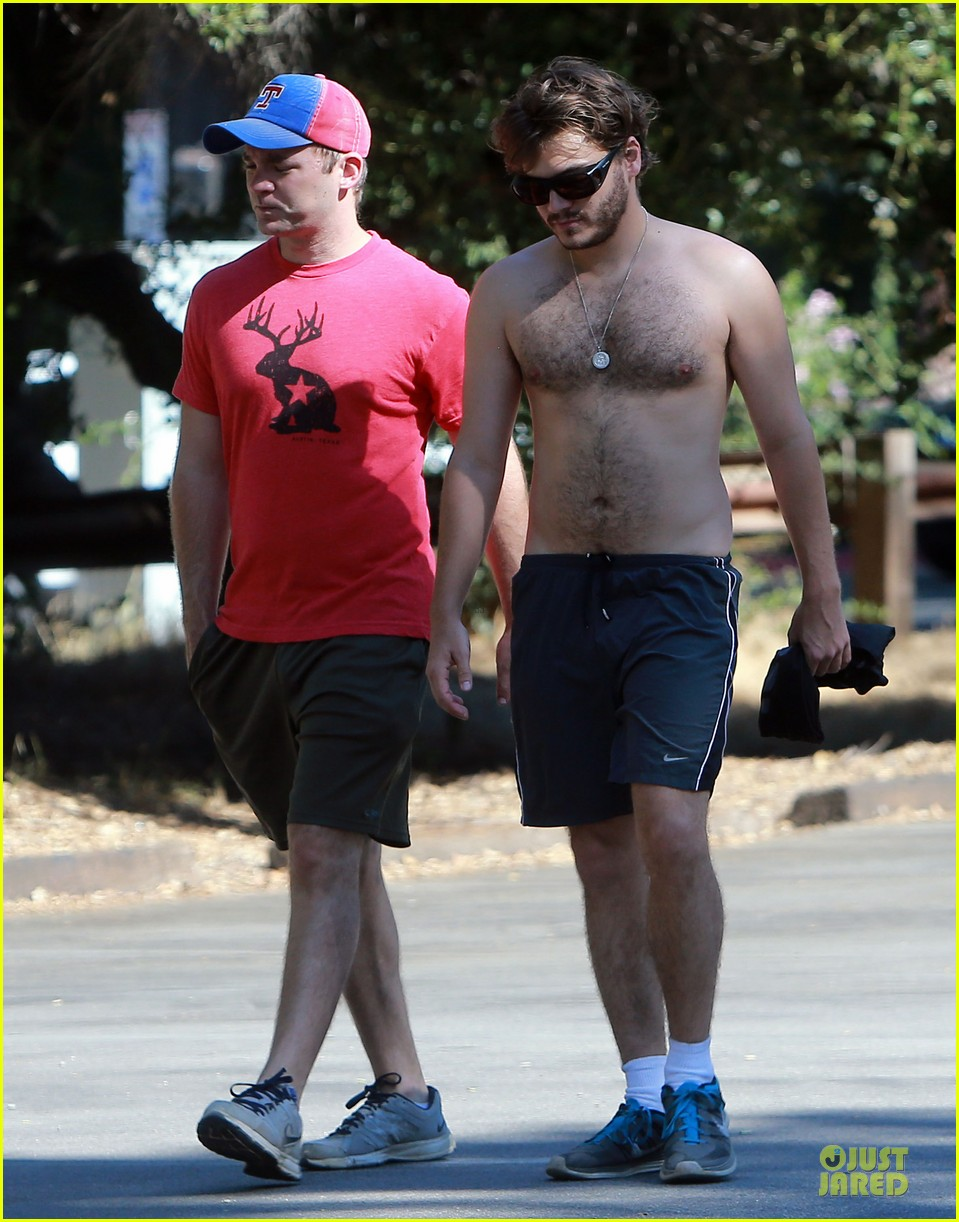emile hirsch shirtless fryman canyon park hike 08