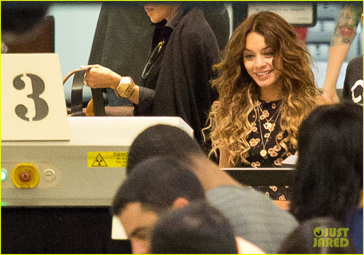vanessa hudgens blonde again at lax 02