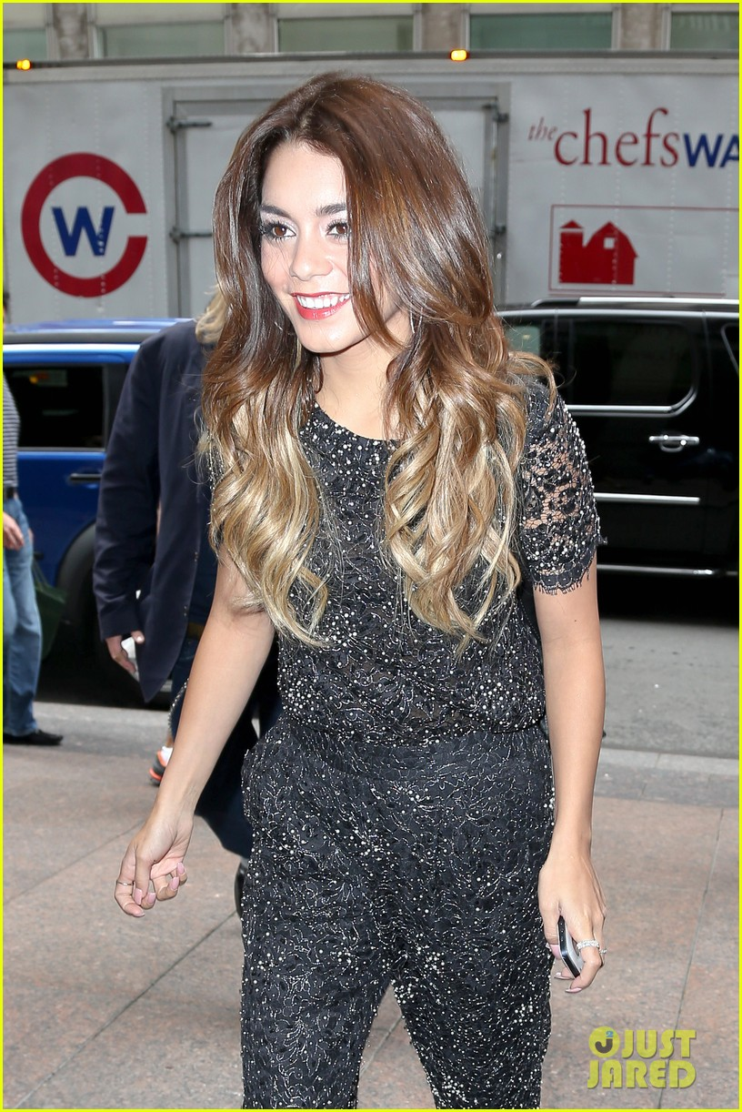 vanessa hudgens late night with jimmy fallon tonight 012926722
