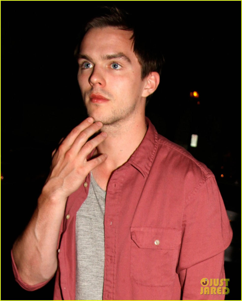 jennifer lawrence nicholas hoult arm in arm x men wrap party 02