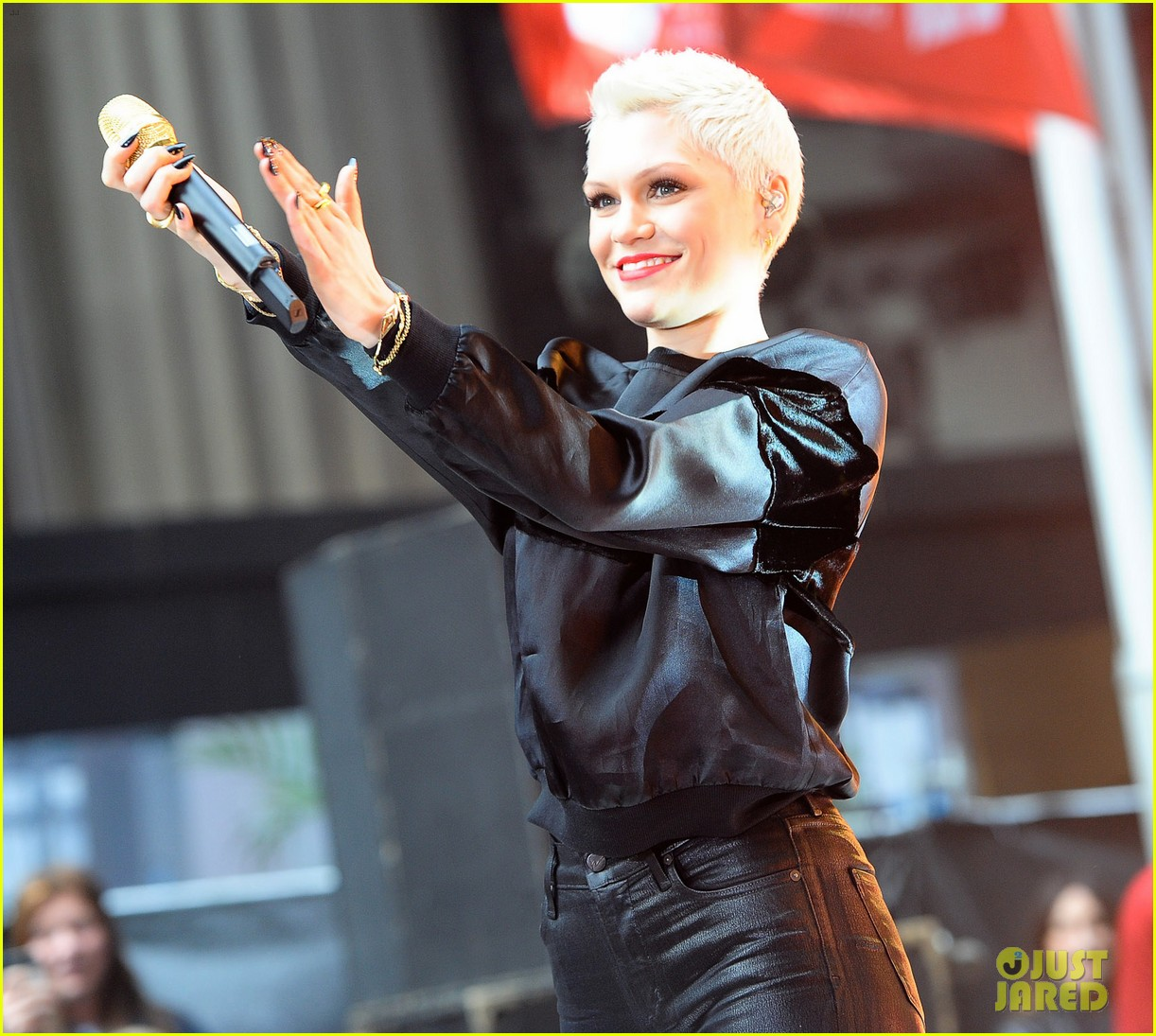 jessie j wild price tag live on sunrise 132936062