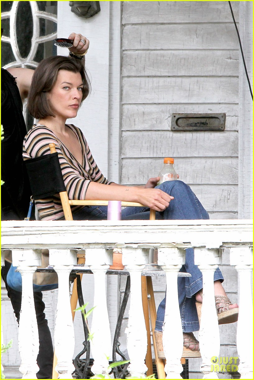 milla jovovich sports bra revealing sheer top 09