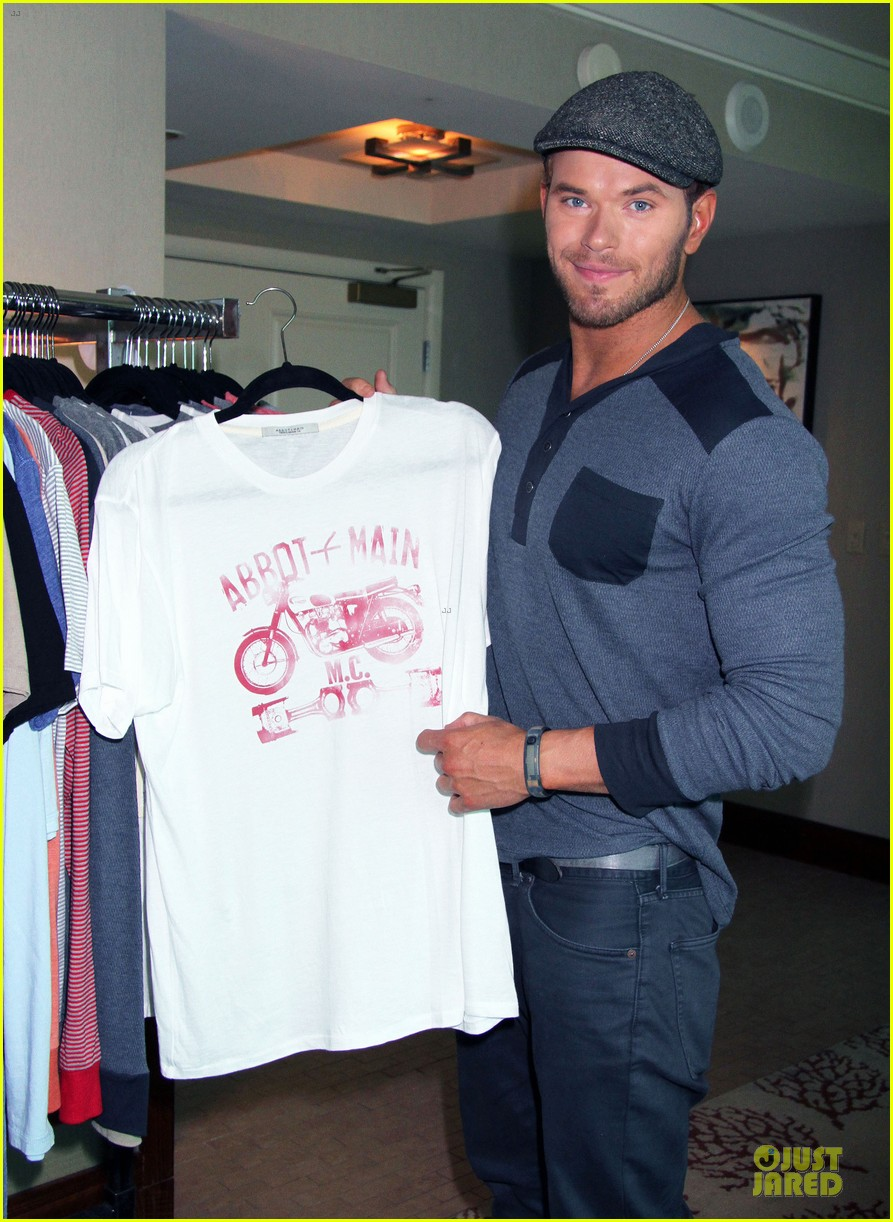 kellan lutz abbot main promotion in las vegas 02
