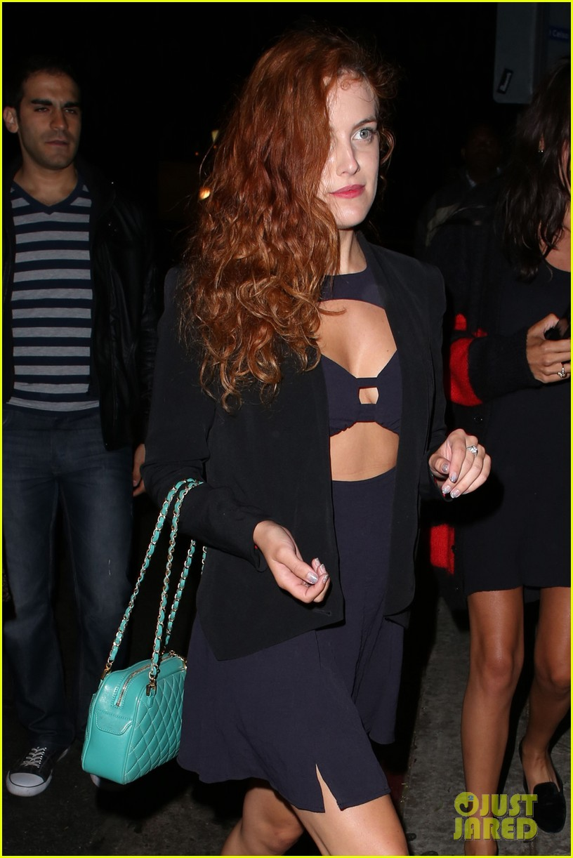 riley keough wears cut out dress for joan jett concert 02