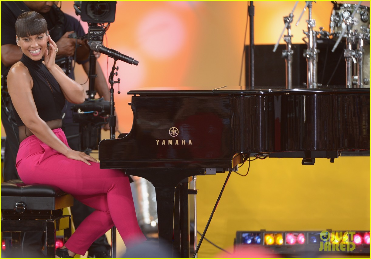 alicia keys performs for good morning americas concert series 14