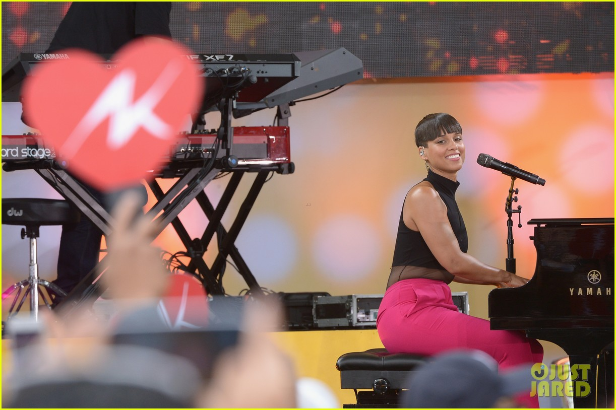 alicia keys performs for good morning americas concert series 16