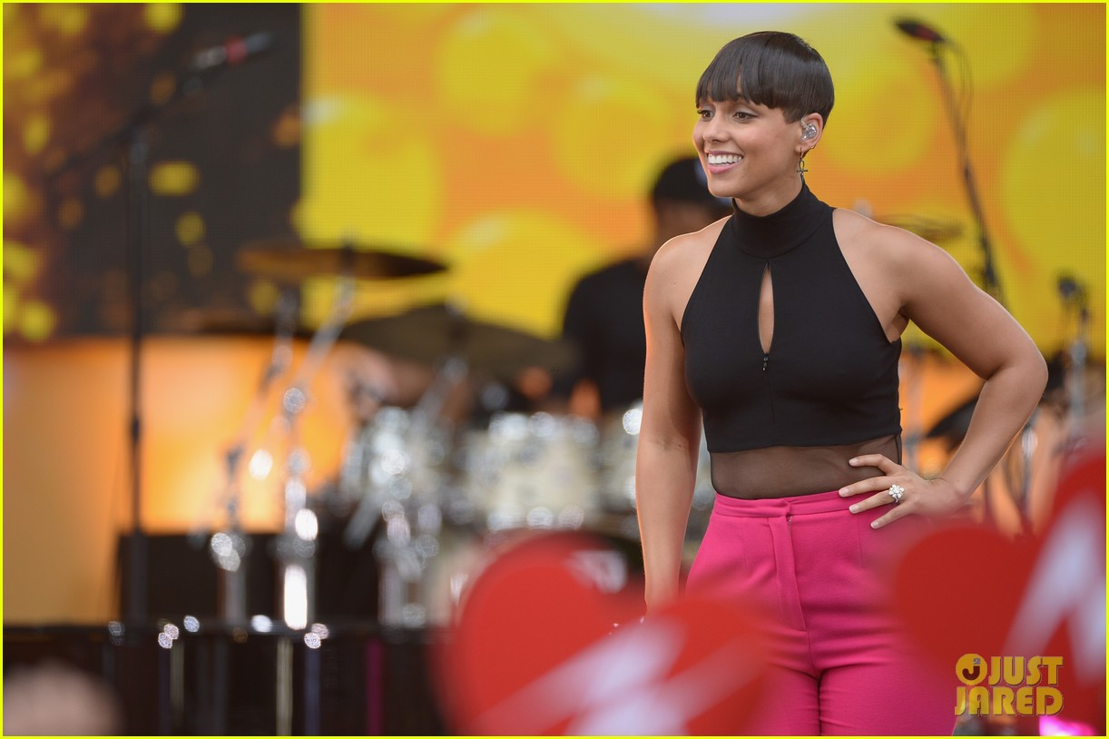alicia keys performs for good morning americas concert series 23
