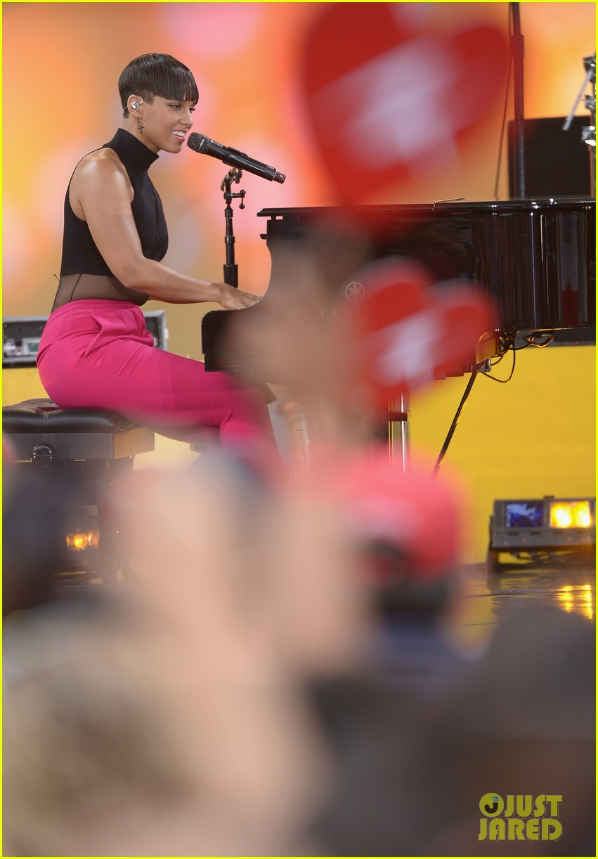 alicia keys performs for good morning americas concert series 302940707