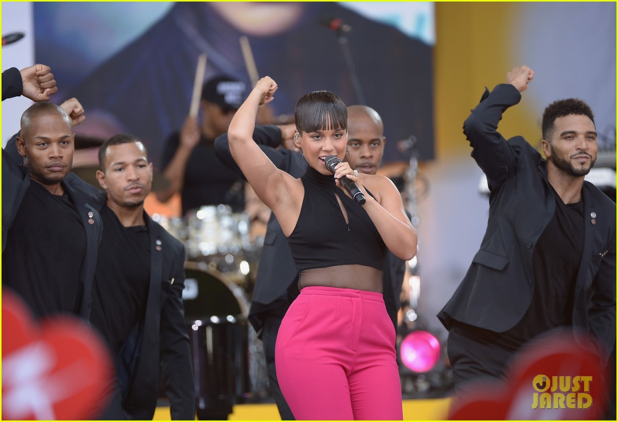 alicia keys performs for good morning americas concert series 33