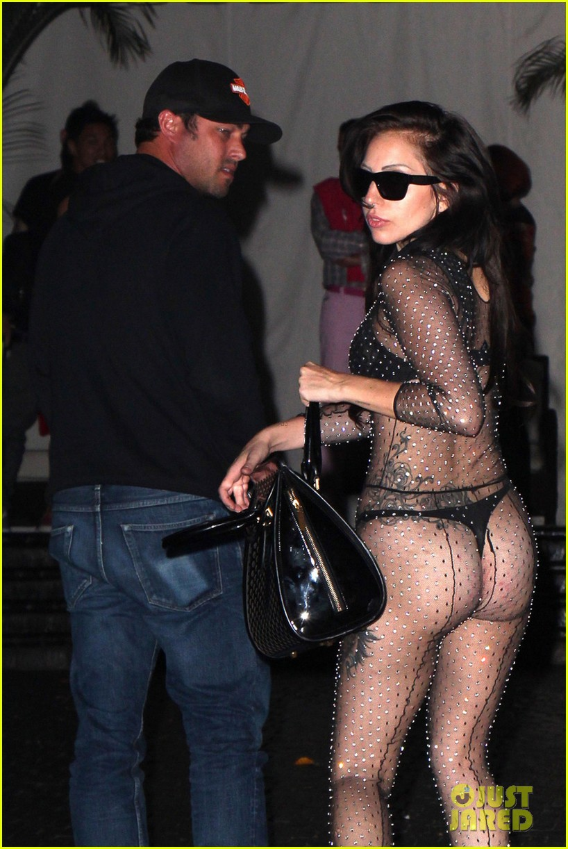 lady gaga bares butt for date night with taylor kinney 04