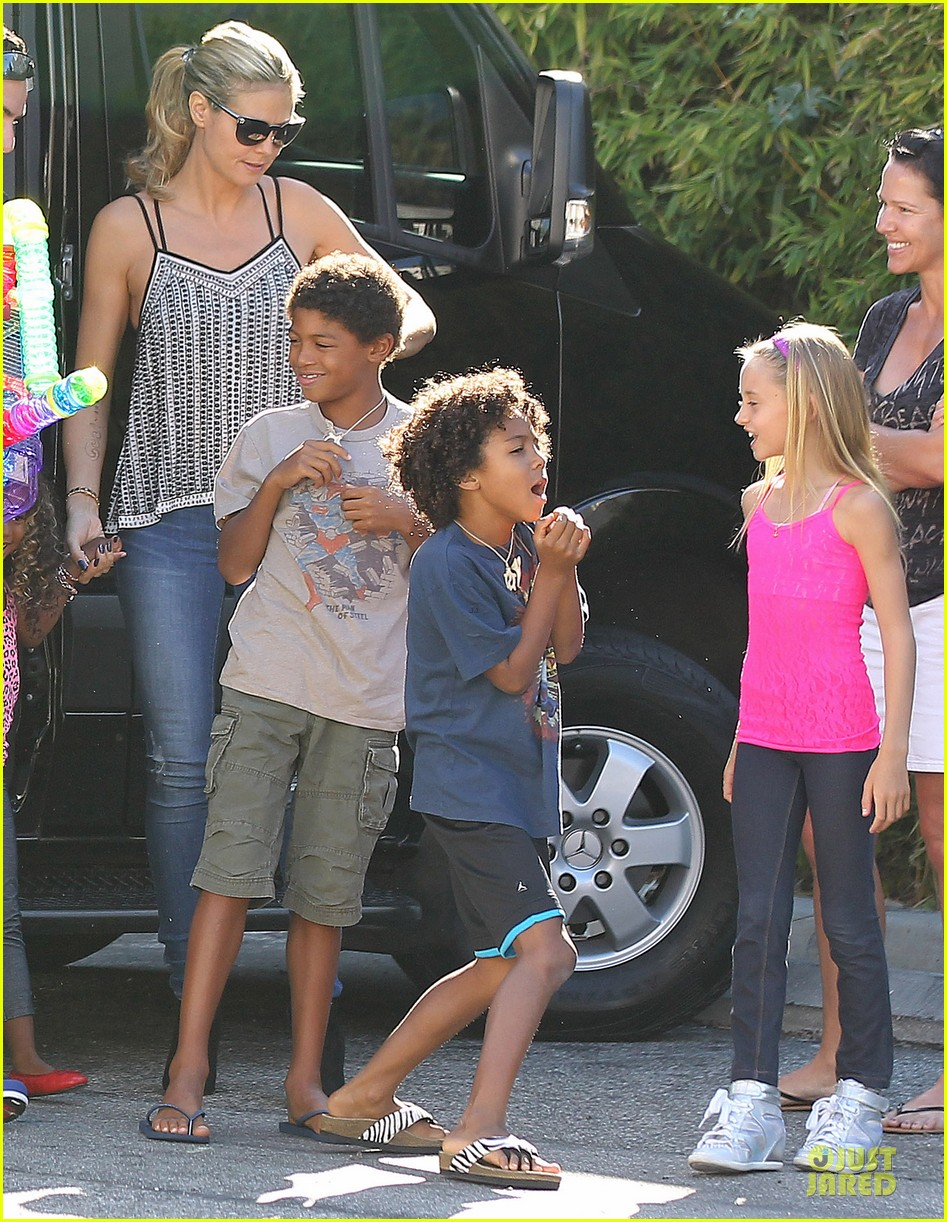 heidi klum martin kirsten beach bike ride with kids 082938442