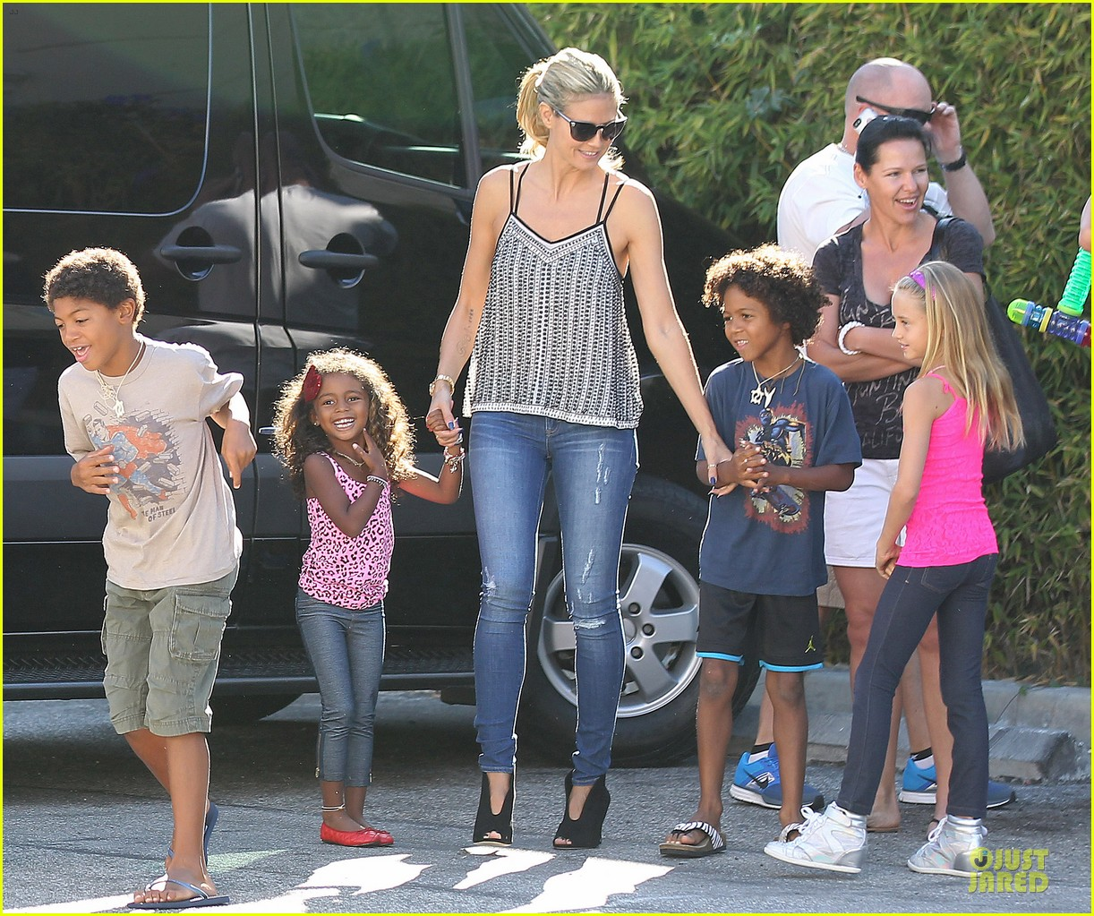 heidi klum martin kirsten beach bike ride with kids 102938444
