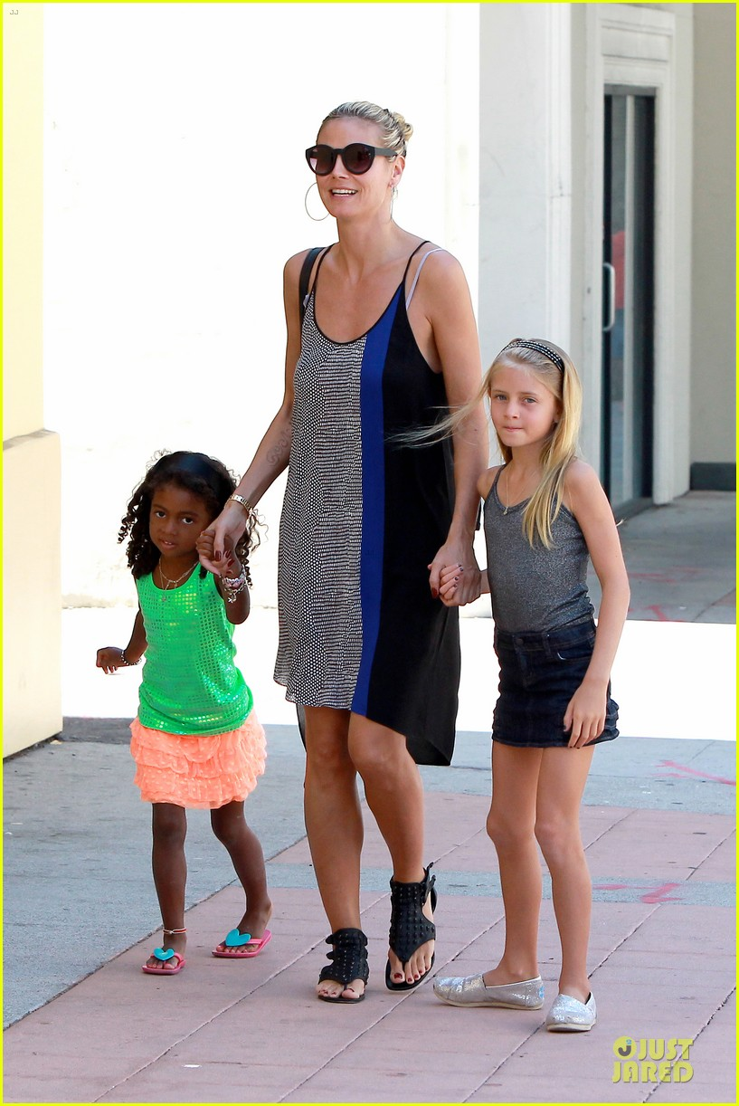 heidi klum martin kirsten beach bike ride with kids 23