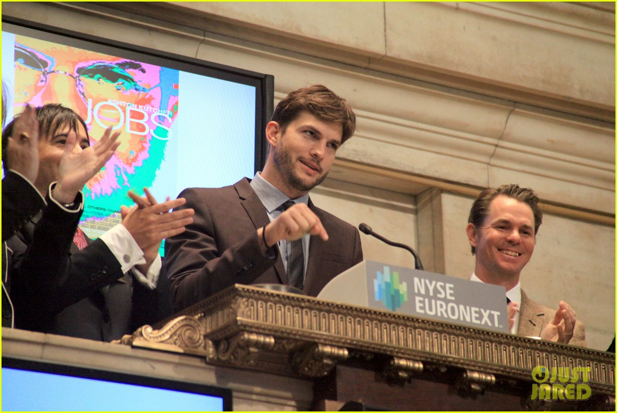 ashton kutcher rings new york stock exchange bell 042924818