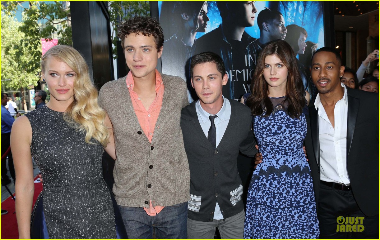 logan lerman alexandra daddario percy jackson la screening 04