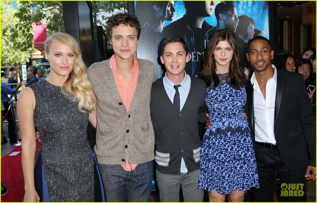 logan lerman alexandra daddario percy jackson la screening 09
