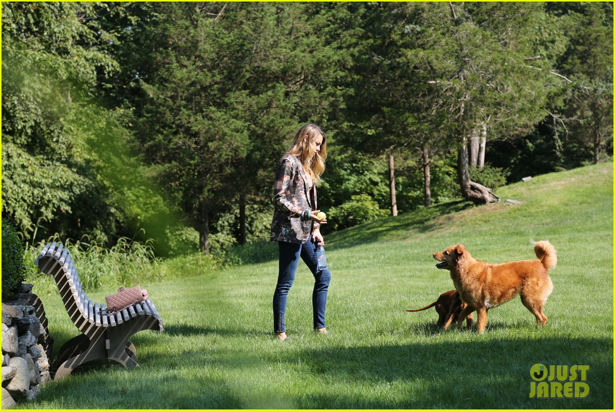 blake lively takes ryan reynolds dog to the park 03