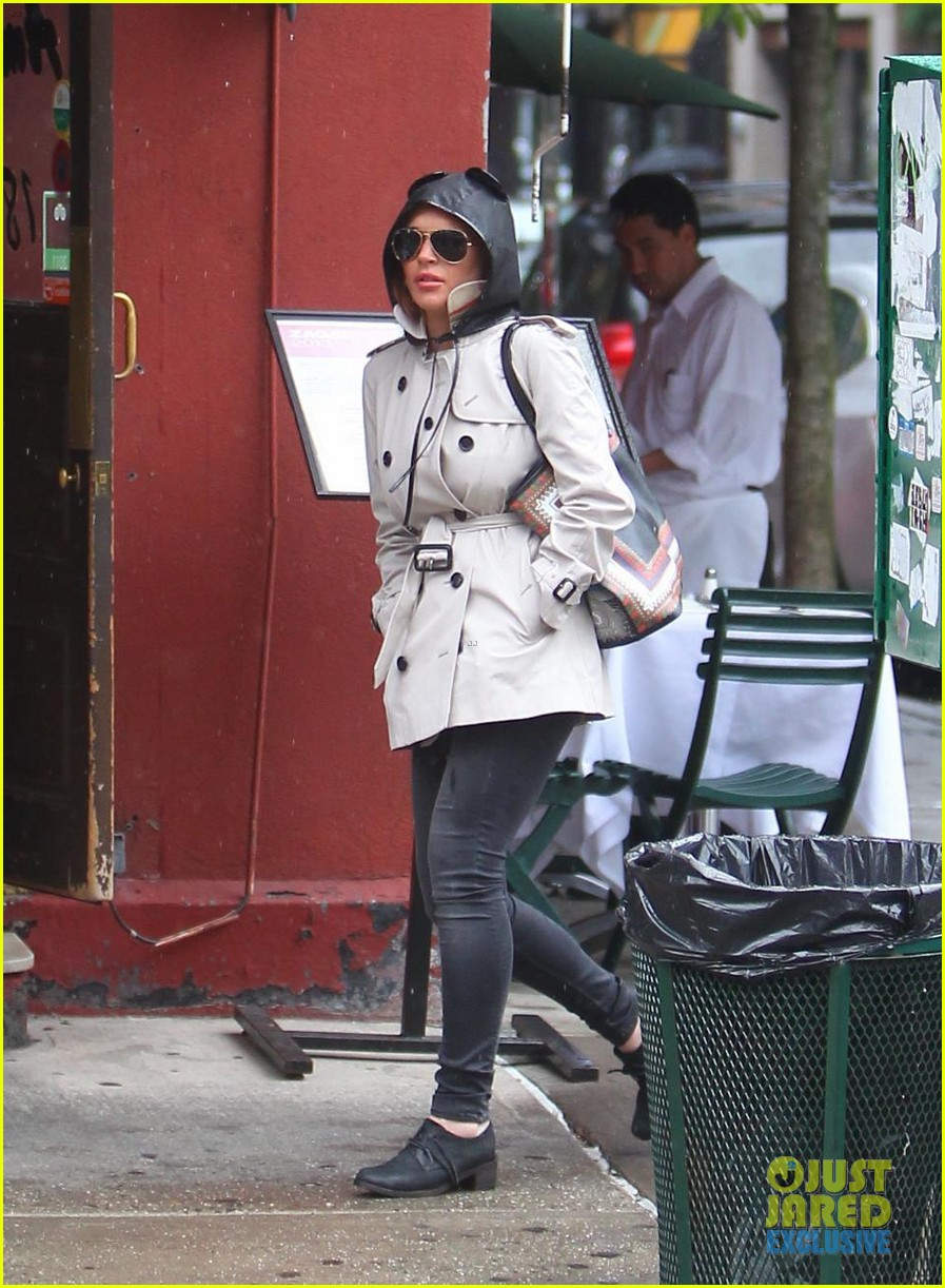 lindsay lohan bundles up on rainy day in new york city 06