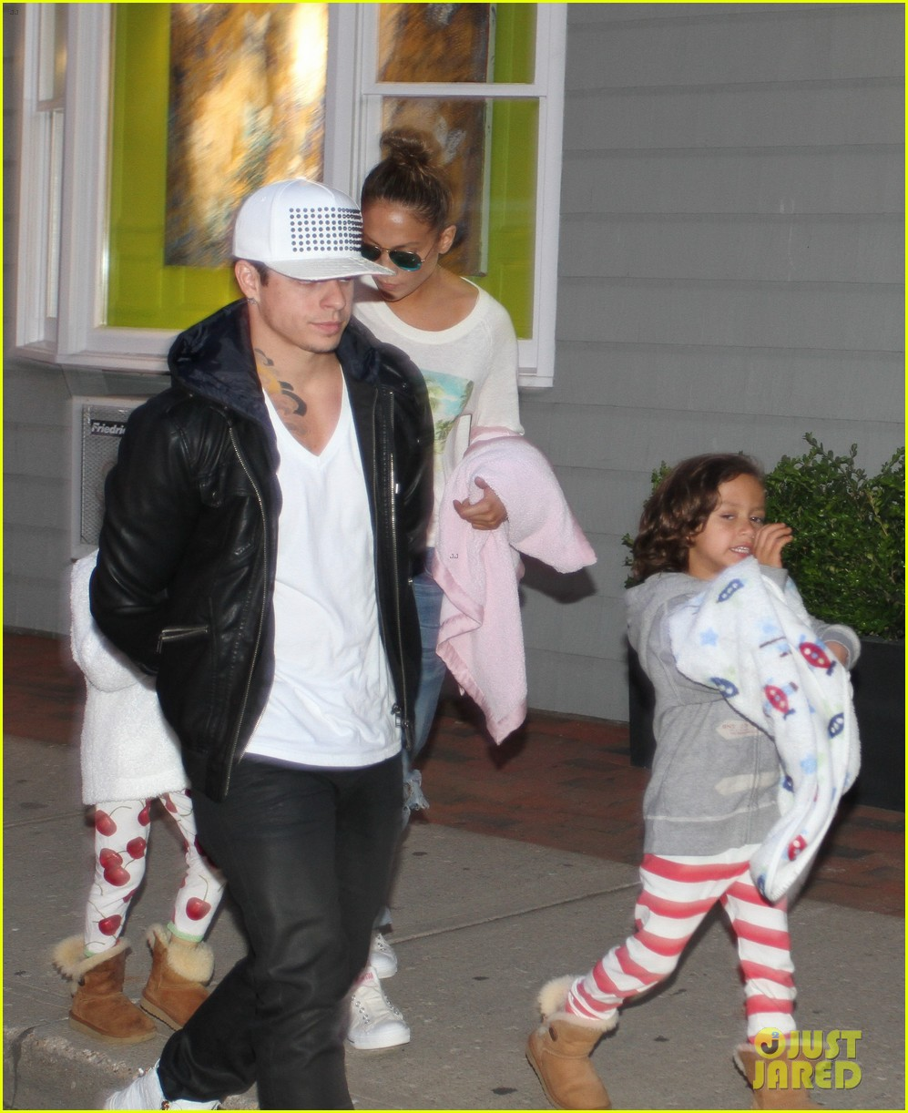 jennifer lopez bookhampton stop with casper the twins 012933896