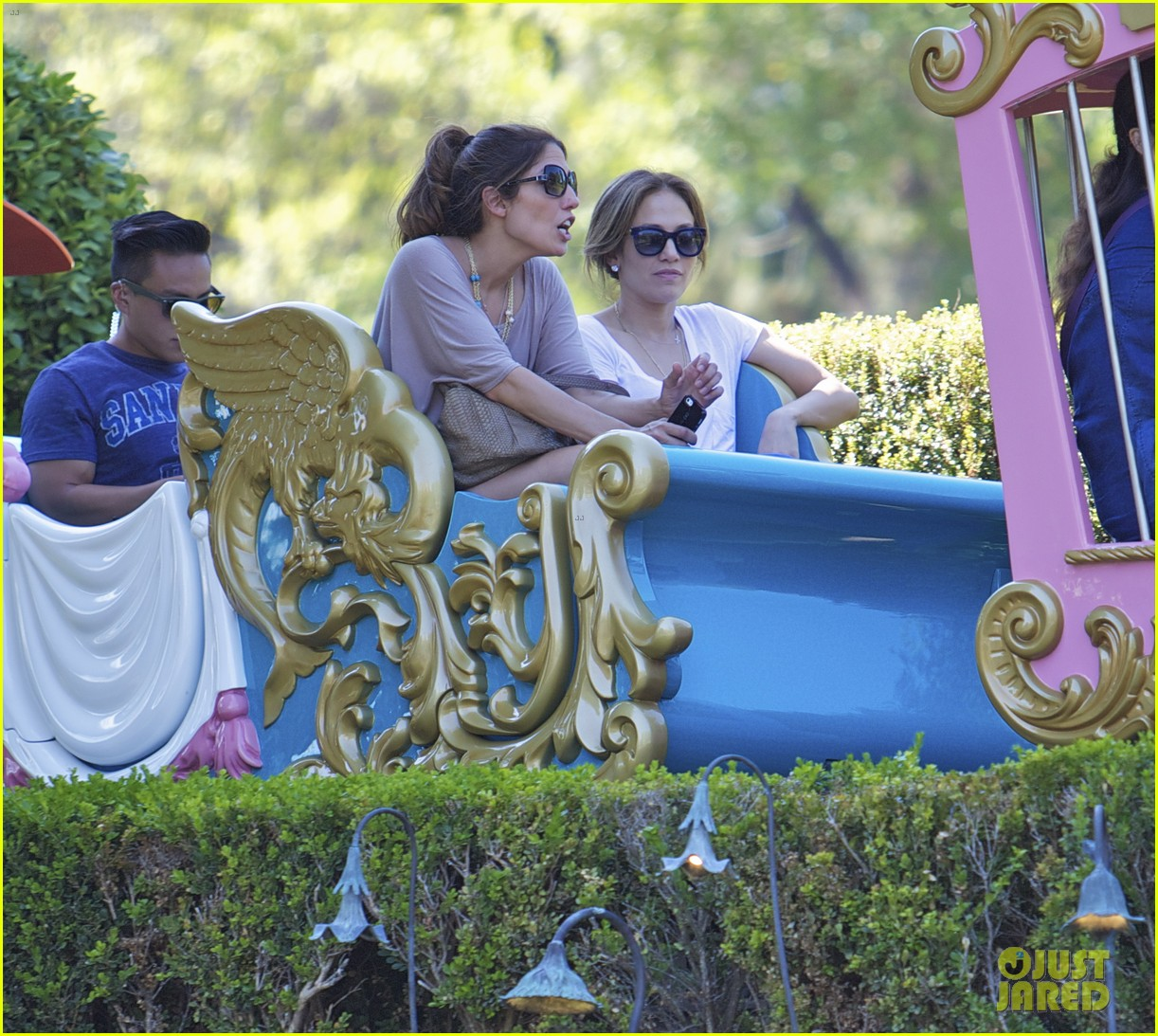 jennifer lopez spends fun day at disneyland with the kids 032938184