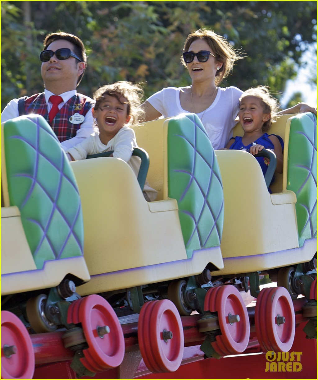 jennifer lopez spends fun day at disneyland with the kids 04