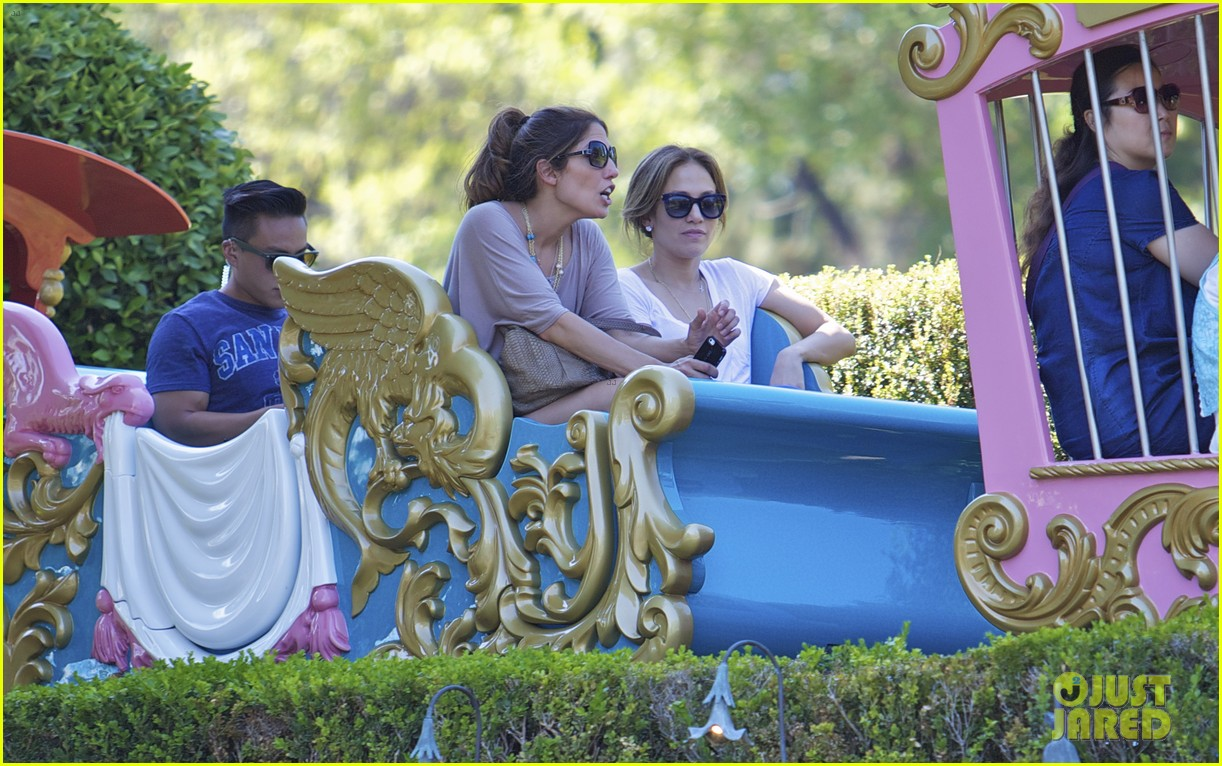 jennifer lopez spends fun day at disneyland with the kids 09