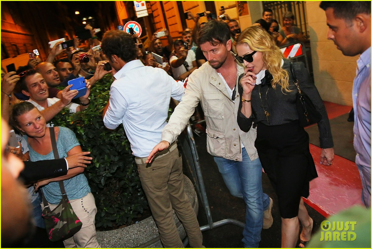 madonna hard candy fitness center visit in rome 02