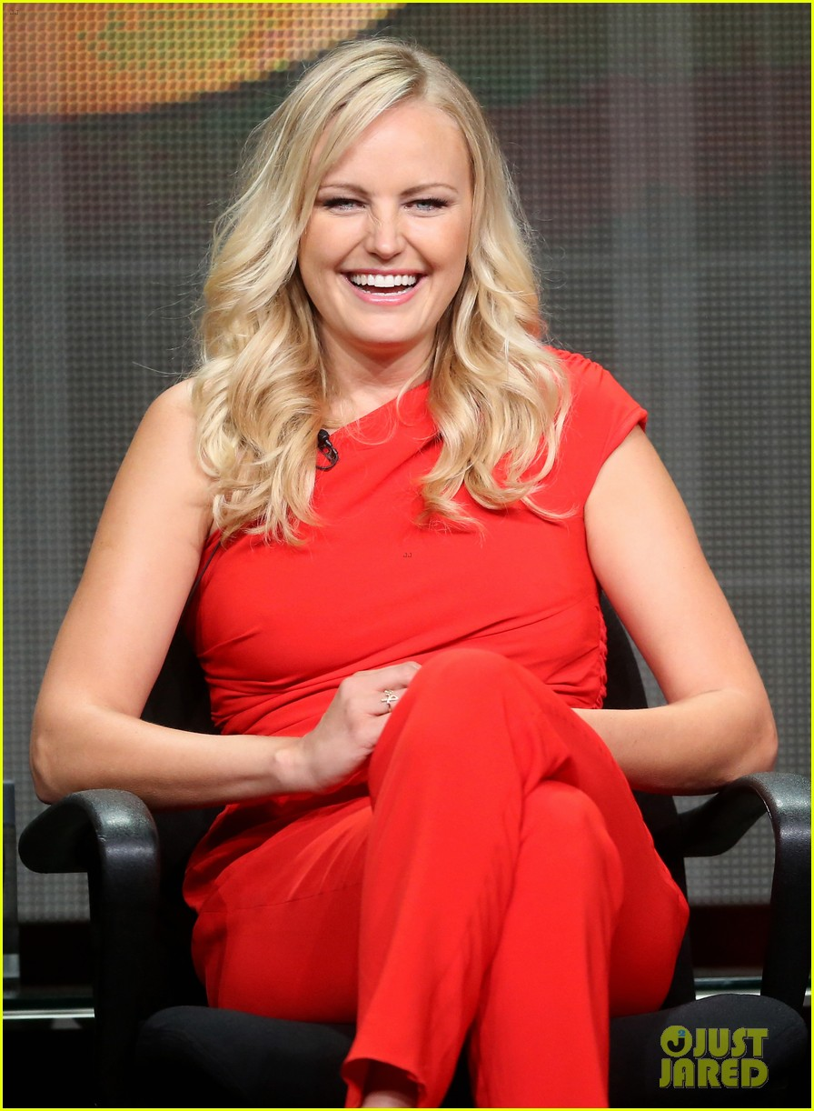 malin akerman rebel wilson abc at tca tour 2013 012923514