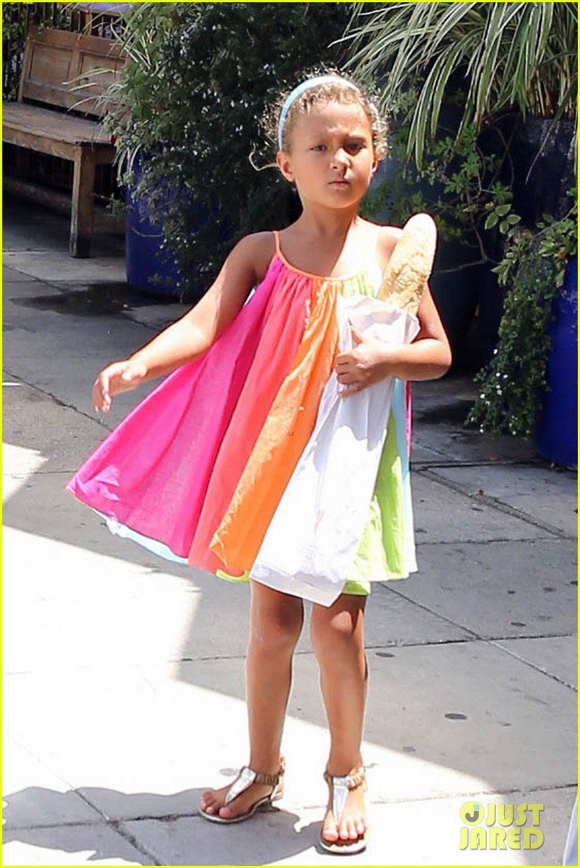 olivier martinez halle berry b day cake shopping with nahla 04