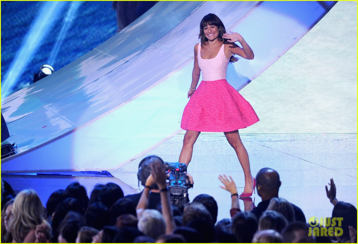 lea michele dedicates teen choice award to cory monteith 012928039