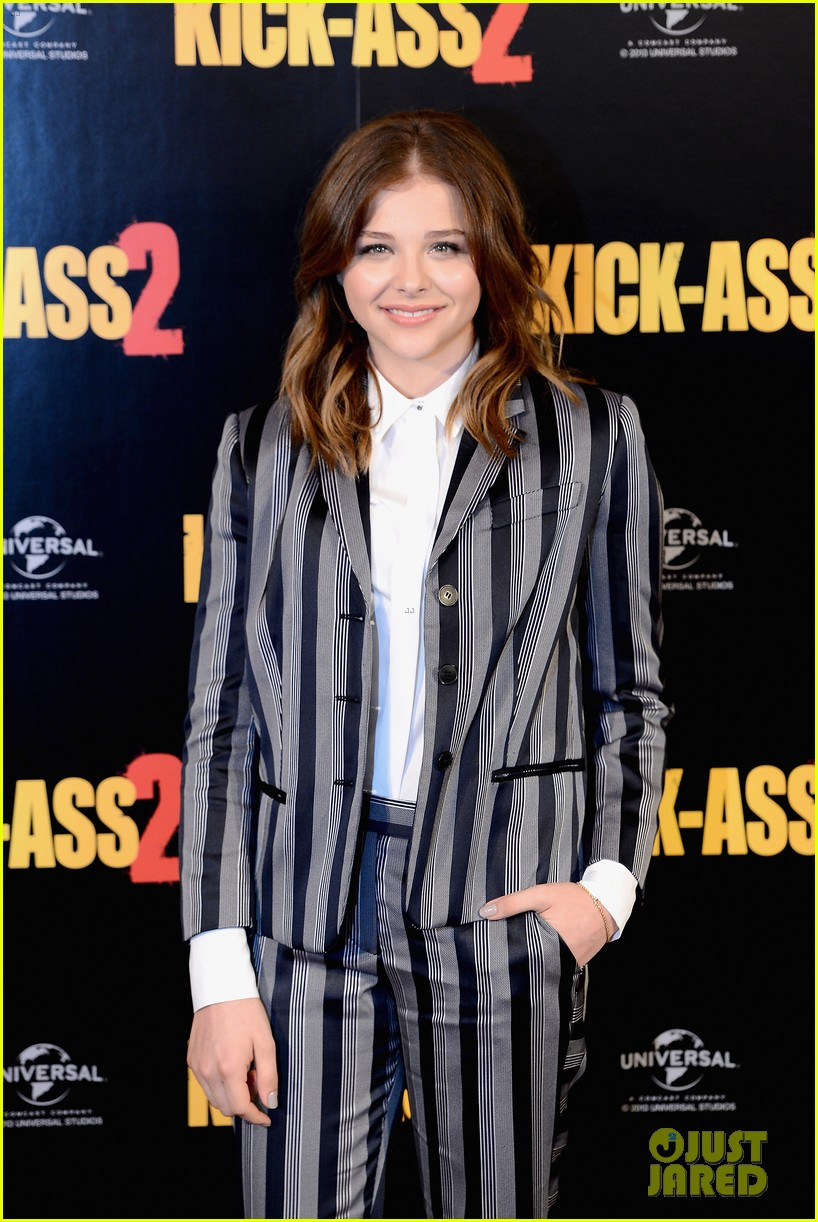 chloe moretz christopher mintz plasse kick ass 2 london photo call 08