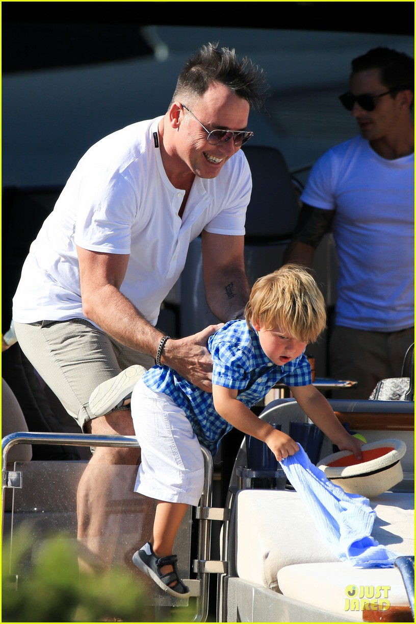 Neil Patrick Harris: Shirtless Vacation with David Burtka & Twins!