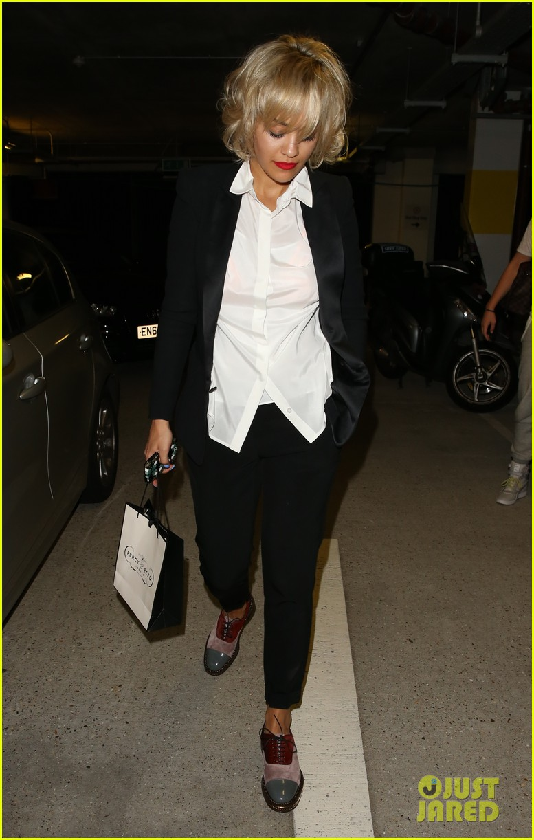 rita ora shows off new short hairdo at percy reed salon 05
