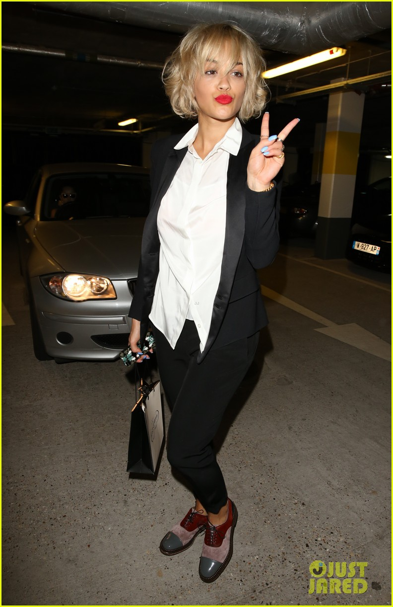 rita ora shows off new short hairdo at percy reed salon 12