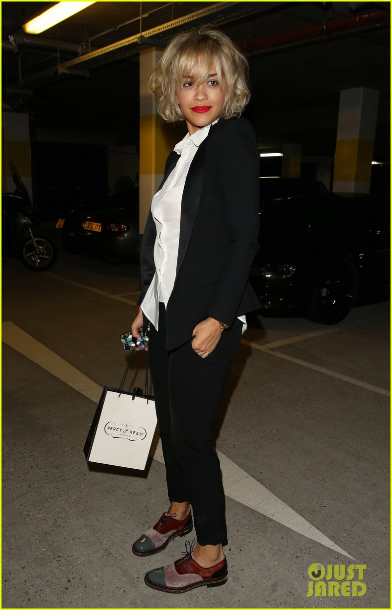 rita ora shows off new short hairdo at percy reed salon 17