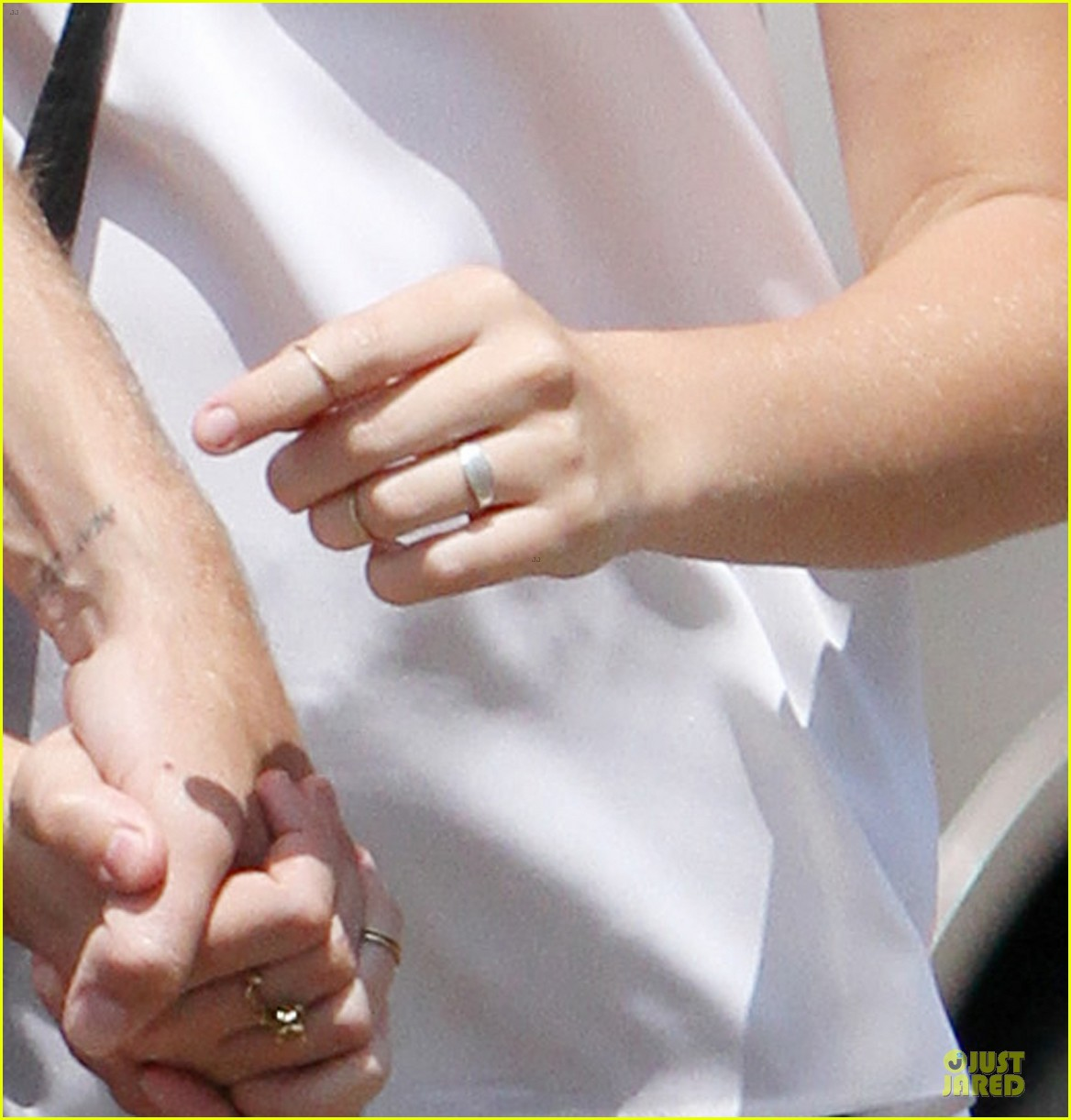 teresa palmer mark webber engagement ring spotting 02