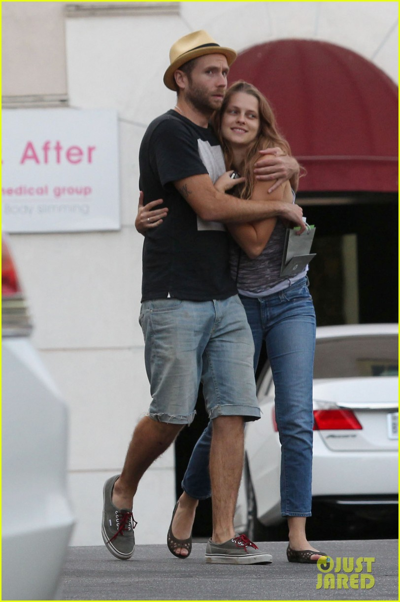 teresa palmer shows off new engagement ring 06