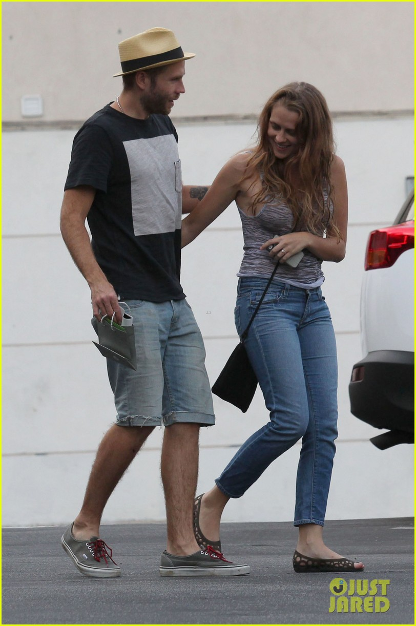 teresa palmer shows off new engagement ring 09