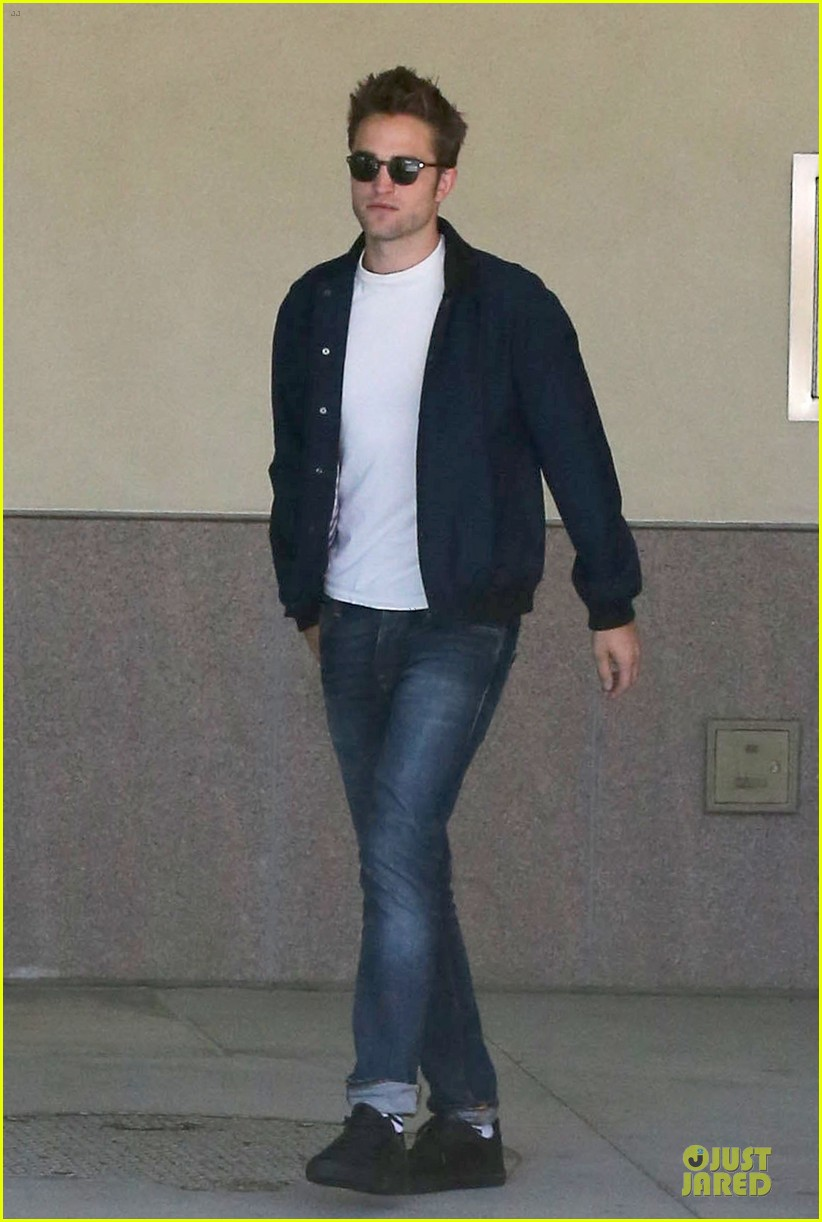 robert pattinson cool office building exit 032931585
