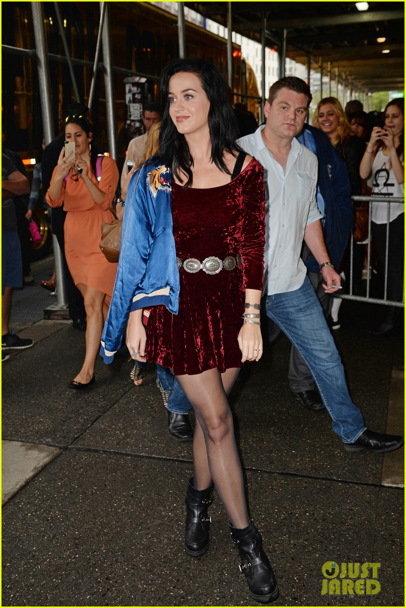 katy perry roars in new york city for z100 visit 082928530