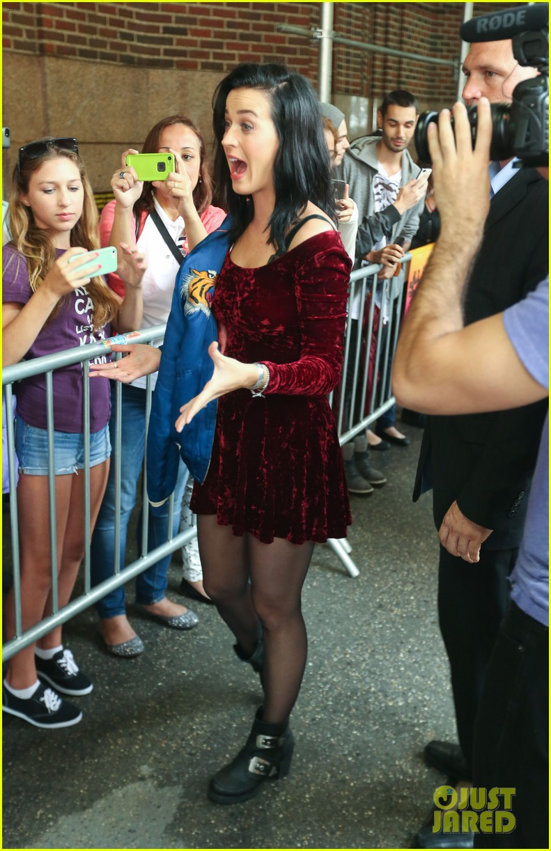 katy perry roars in new york city for z100 visit 18