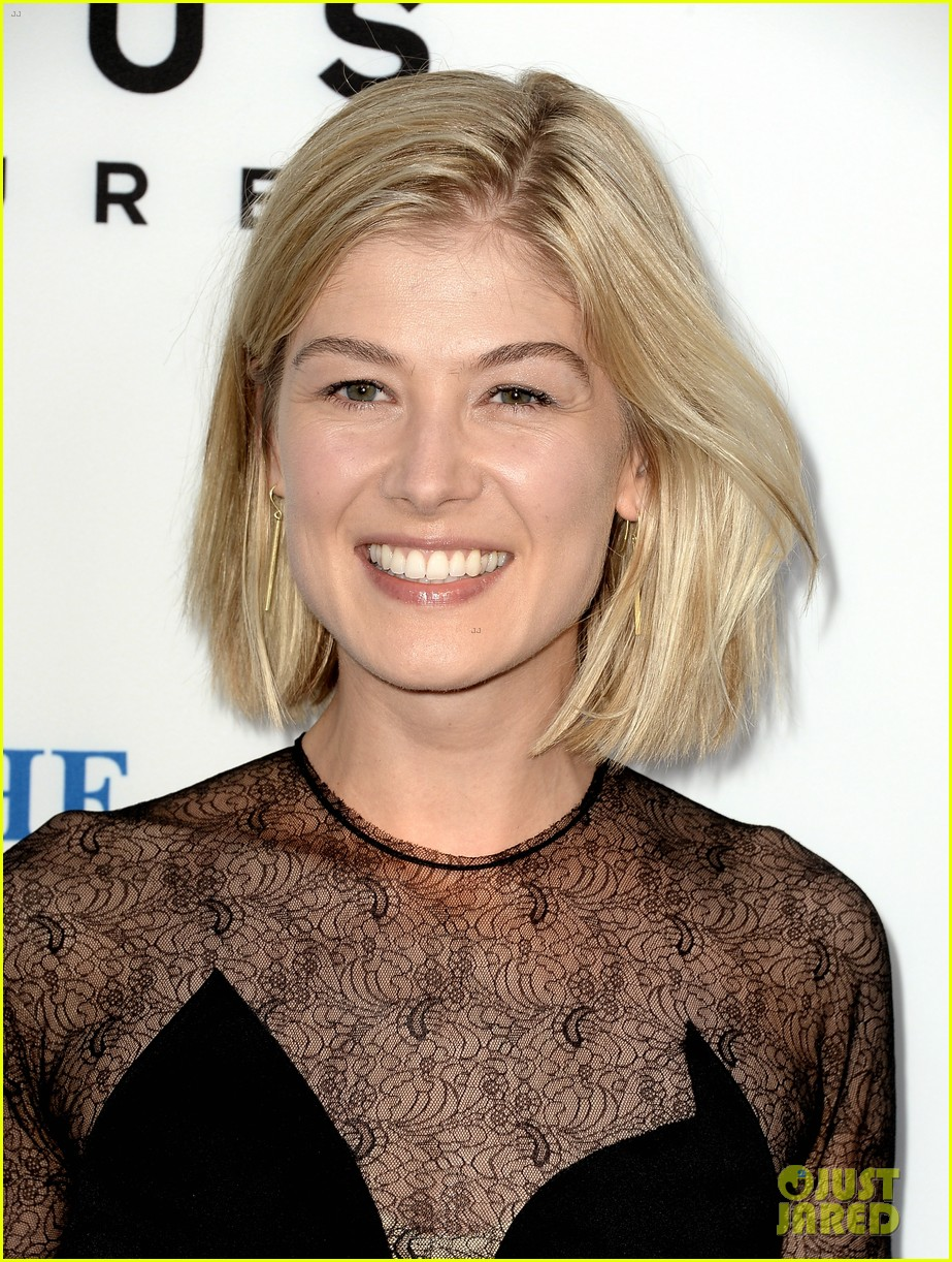 rosamund pike simon pegg worlds end premiere 13