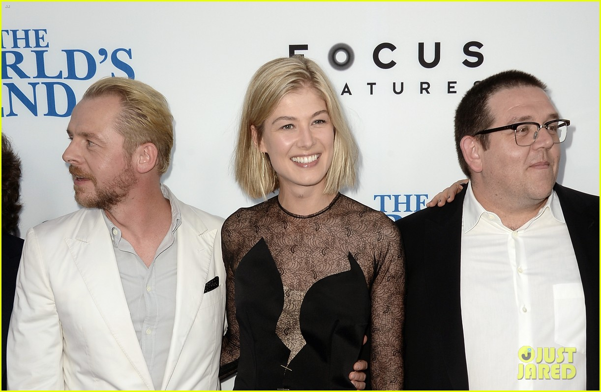 rosamund pike simon pegg worlds end premiere 15