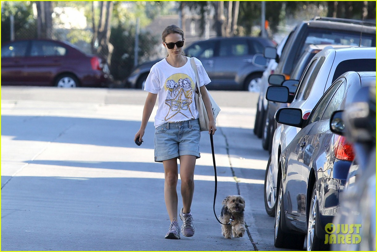 natalie portman wears big star band tee to walk whiz 04
