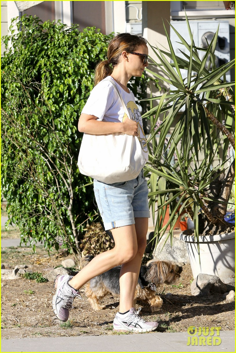 natalie portman wears big star band tee to walk whiz 12